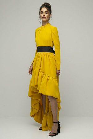 Vestido de fiesta largo Encinar Gemma con cola amarillo cinturon negro manga larga 2